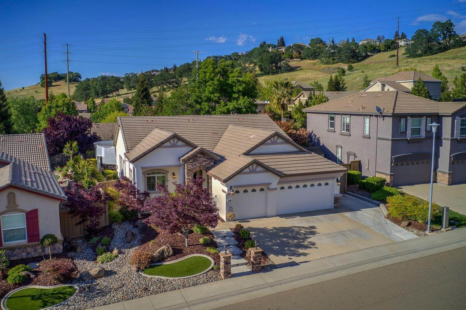 2. Single Family Homes for Active at 2200 Appaloosa Drive Folsom, California 95630 United States
