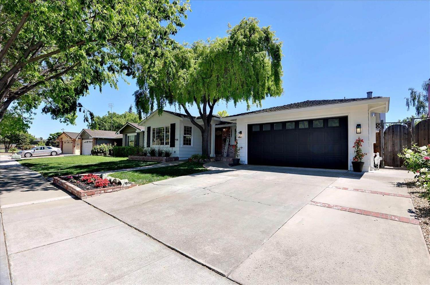 3. Single Family Homes for Active at 908 Lanewood Drive San Jose, California 95125 United States