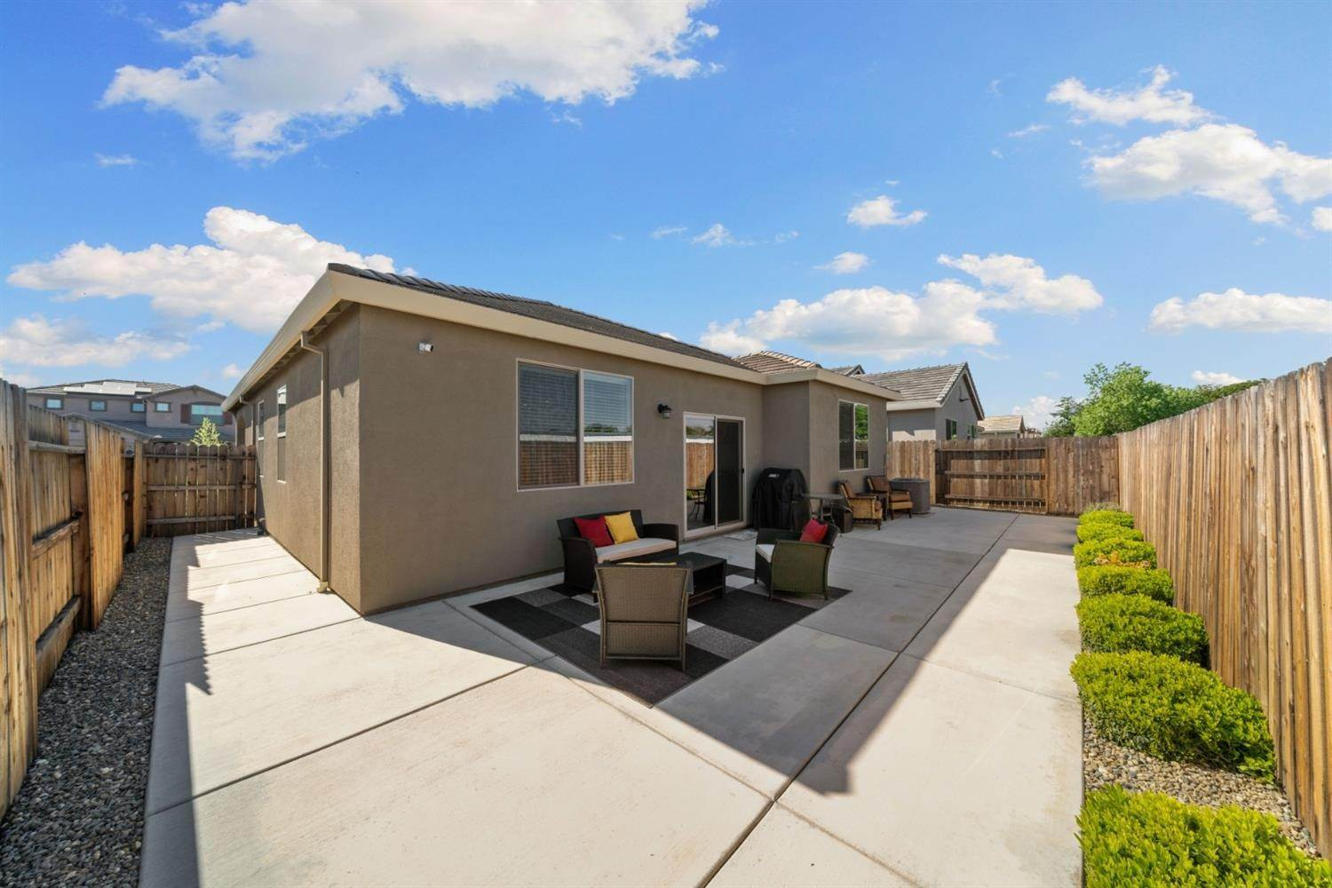 32. Single Family Homes for Active at 7902 Little Plum Way Antelope, California 95843 United States