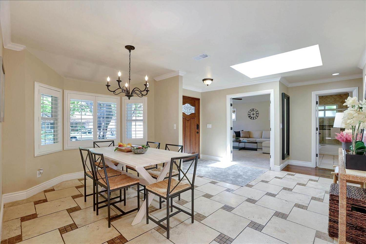 23. Single Family Homes for Active at 908 Lanewood Drive San Jose, California 95125 United States