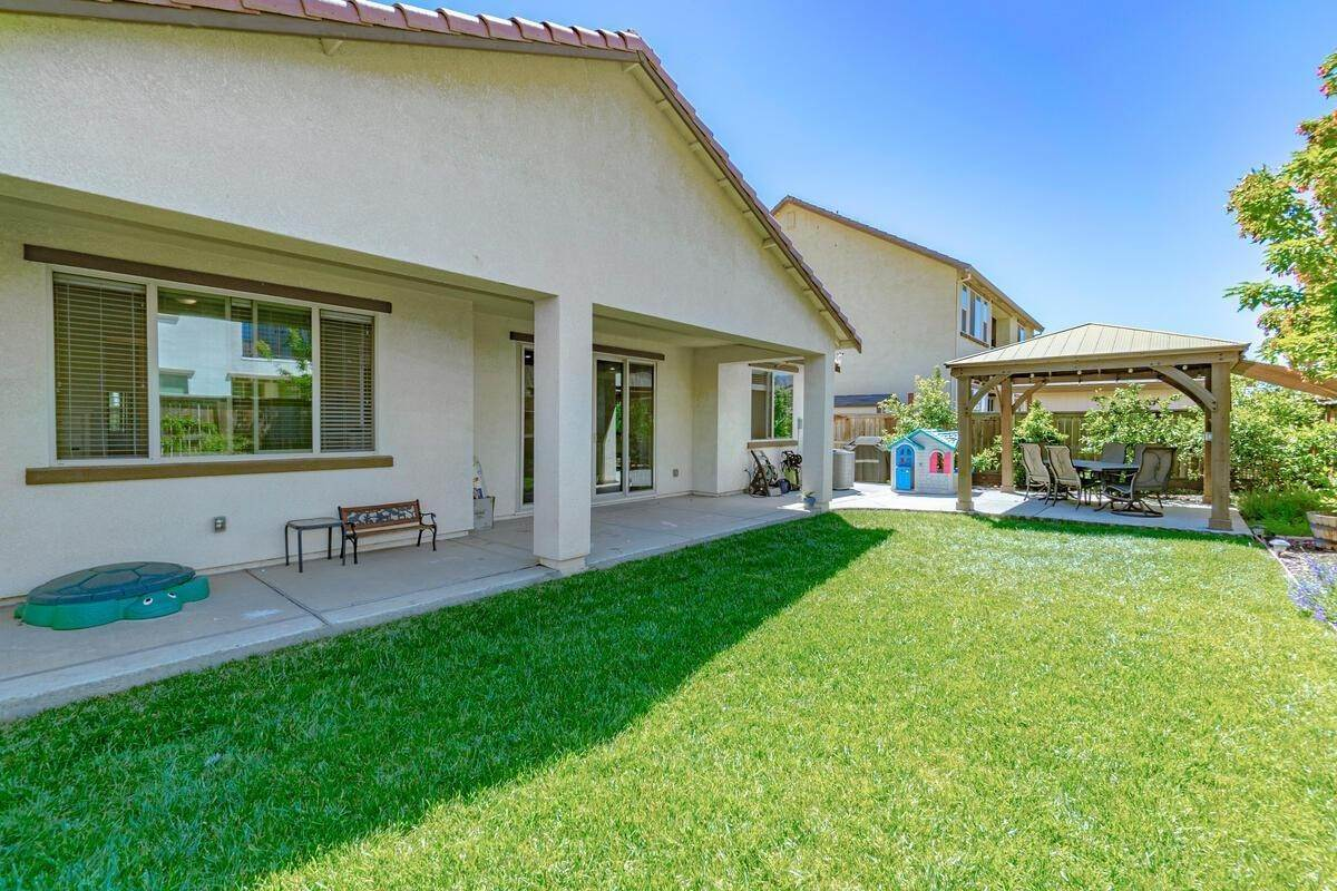 30. Single Family Homes for Active at 1620 Goode Place Woodland, California 95776 United States