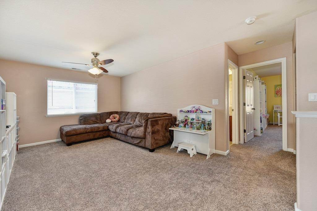 28. Single Family Homes for Active at 1333 Regent Circle Lincoln, California 95648 United States