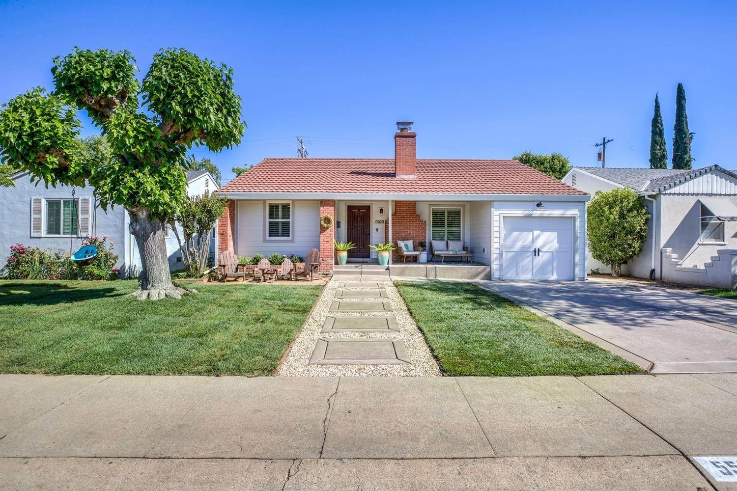 Single Family Homes for Active at 5523 C Street Sacramento, California 95819 United States