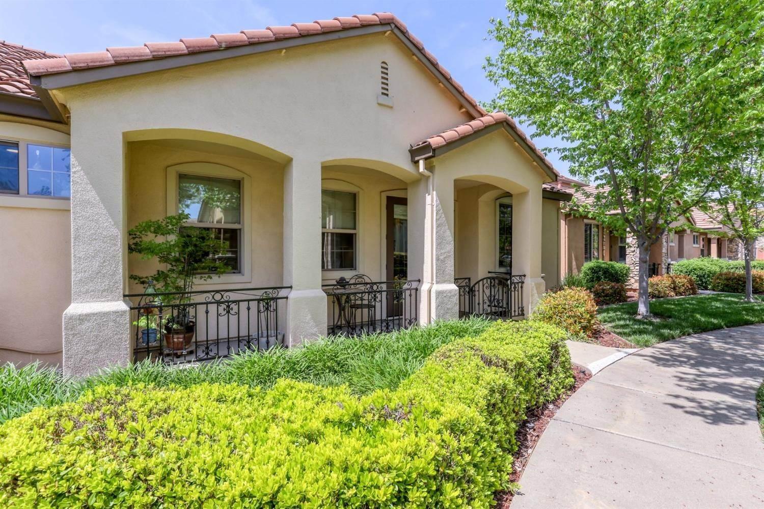27. Single Family Homes for Active at 1025 Venice Lane Roseville, California 95747 United States