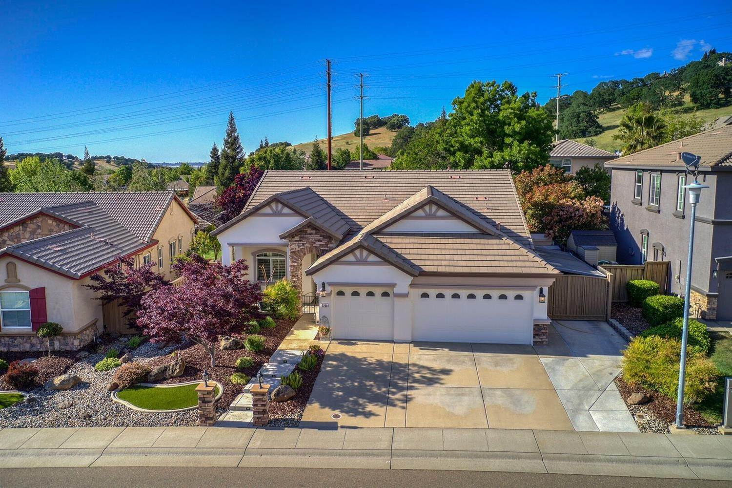 3. Single Family Homes for Active at 2200 Appaloosa Drive Folsom, California 95630 United States