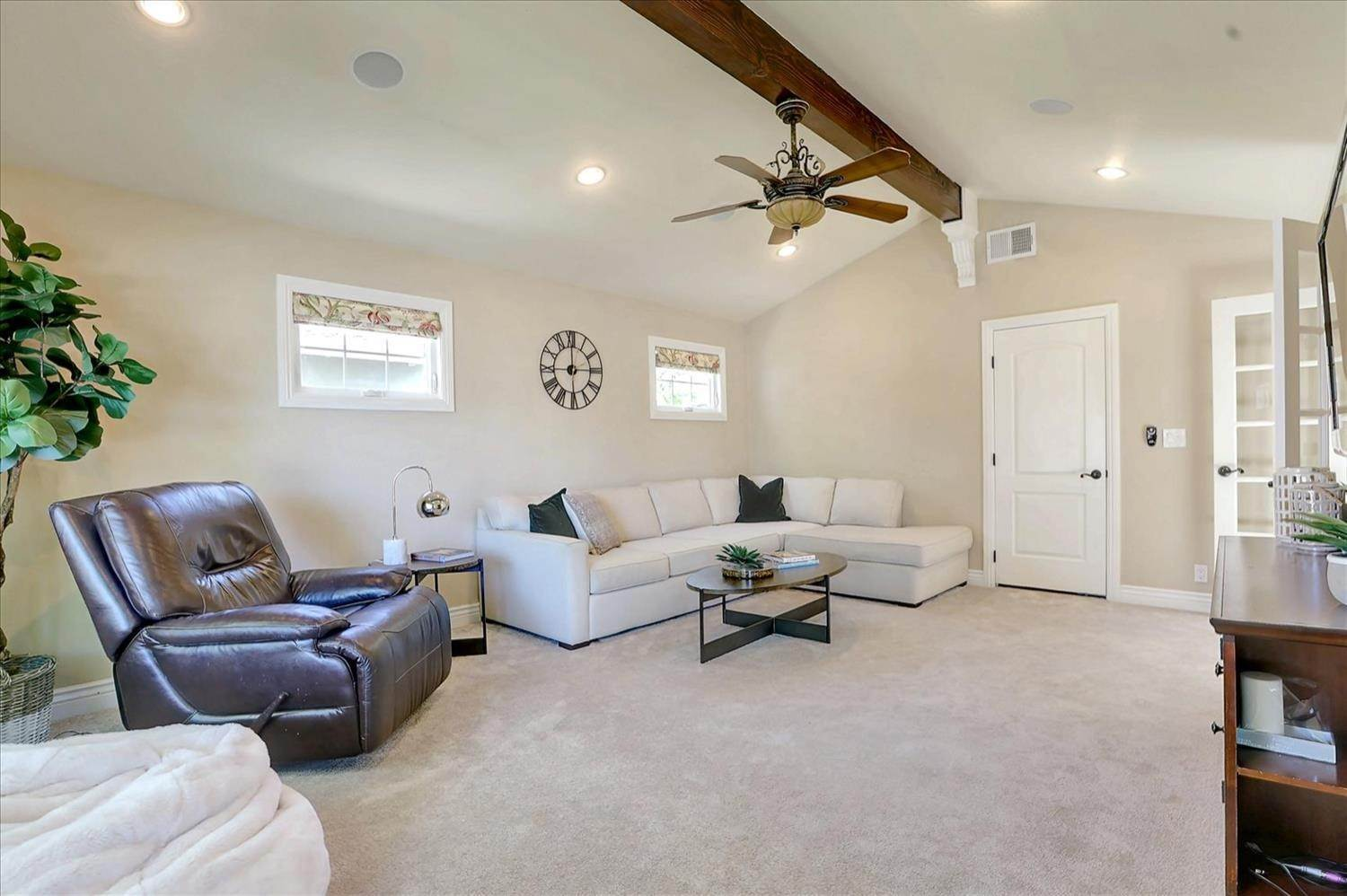 6. Single Family Homes for Active at 908 Lanewood Drive San Jose, California 95125 United States