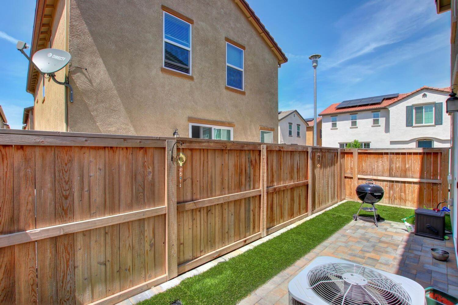 6. Single Family Homes for Active at 8200 Kramer Ranch Lane Elk Grove, California 95758 United States