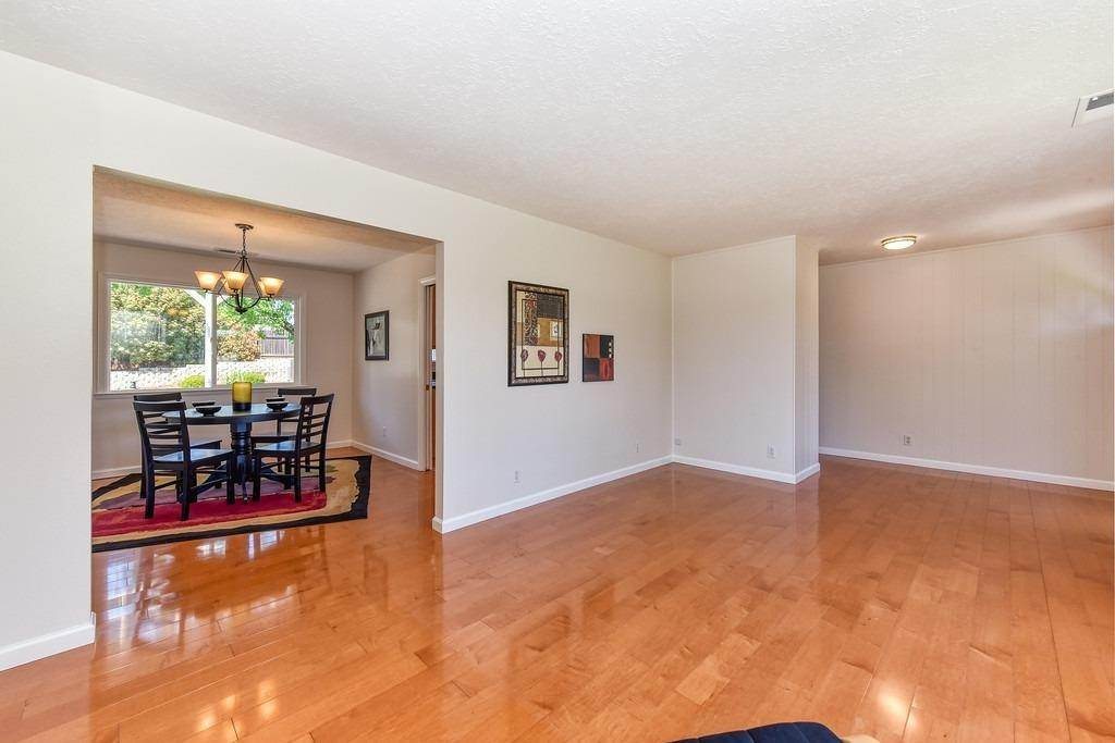 17. Single Family Homes for Active at 8515 Lonon Court Orangevale, California 95662 United States