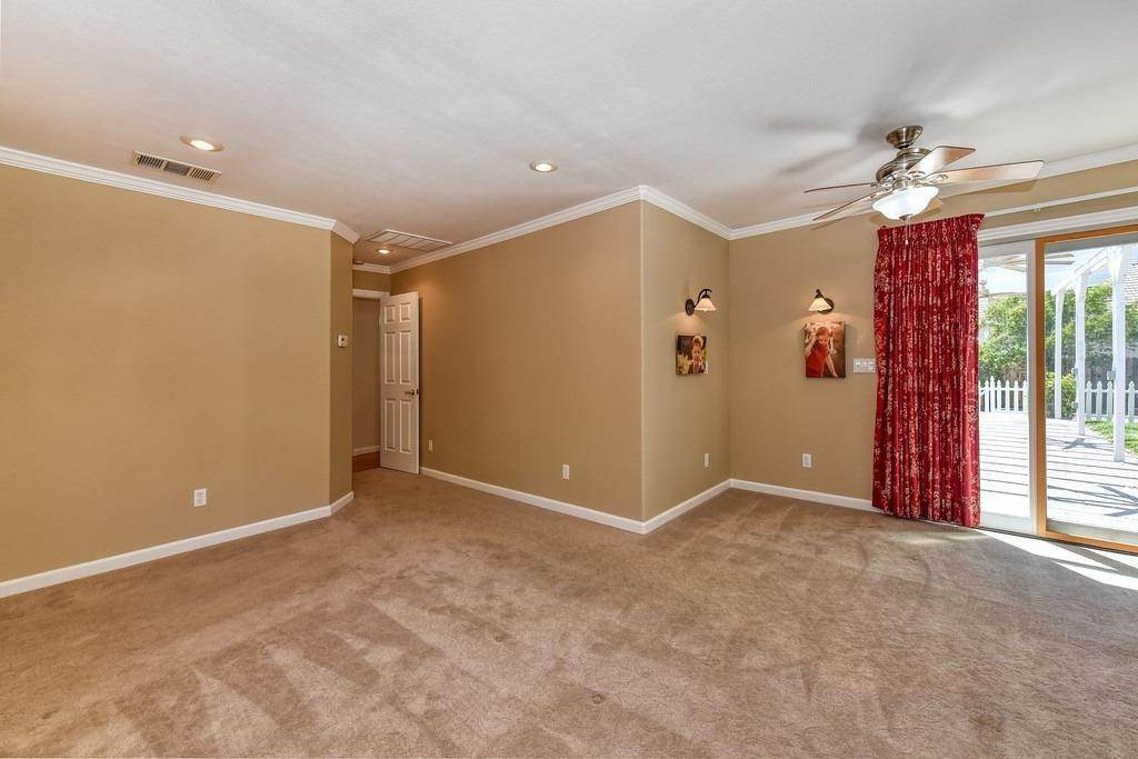 25. Single Family Homes for Active at 8515 Lonon Court Orangevale, California 95662 United States