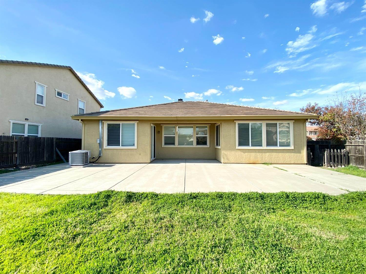 29. Single Family Homes for Active at 8362 Lollipop Lane Elk Grove, California 95624 United States