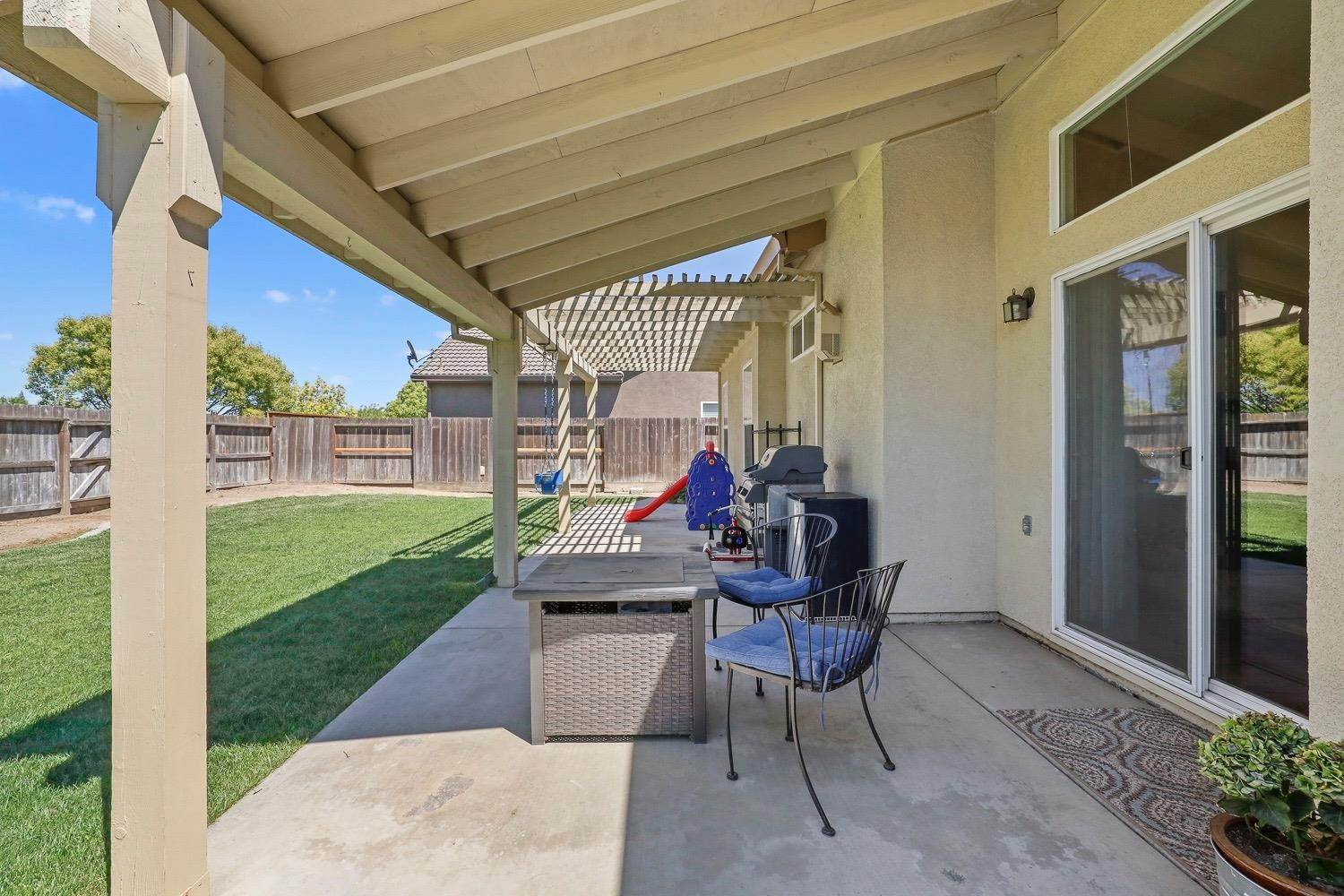 28. Single Family Homes for Active at 4305 Big Tree Court Denair, California 95316 United States