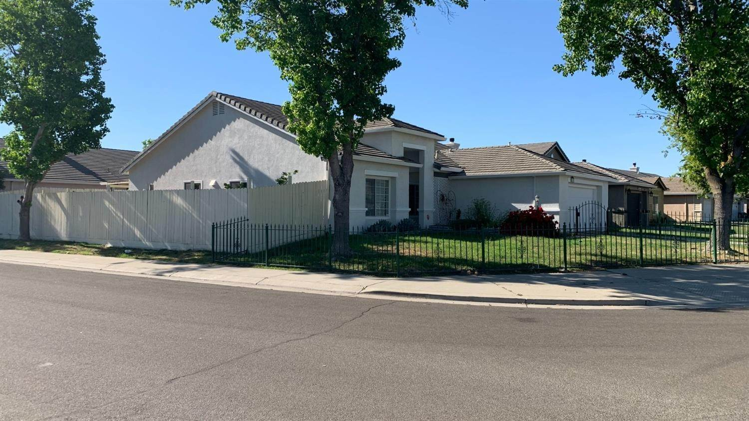 4. Single Family Homes for Active at 4757 Edgebrook Avenue Stockton, California 95206 United States