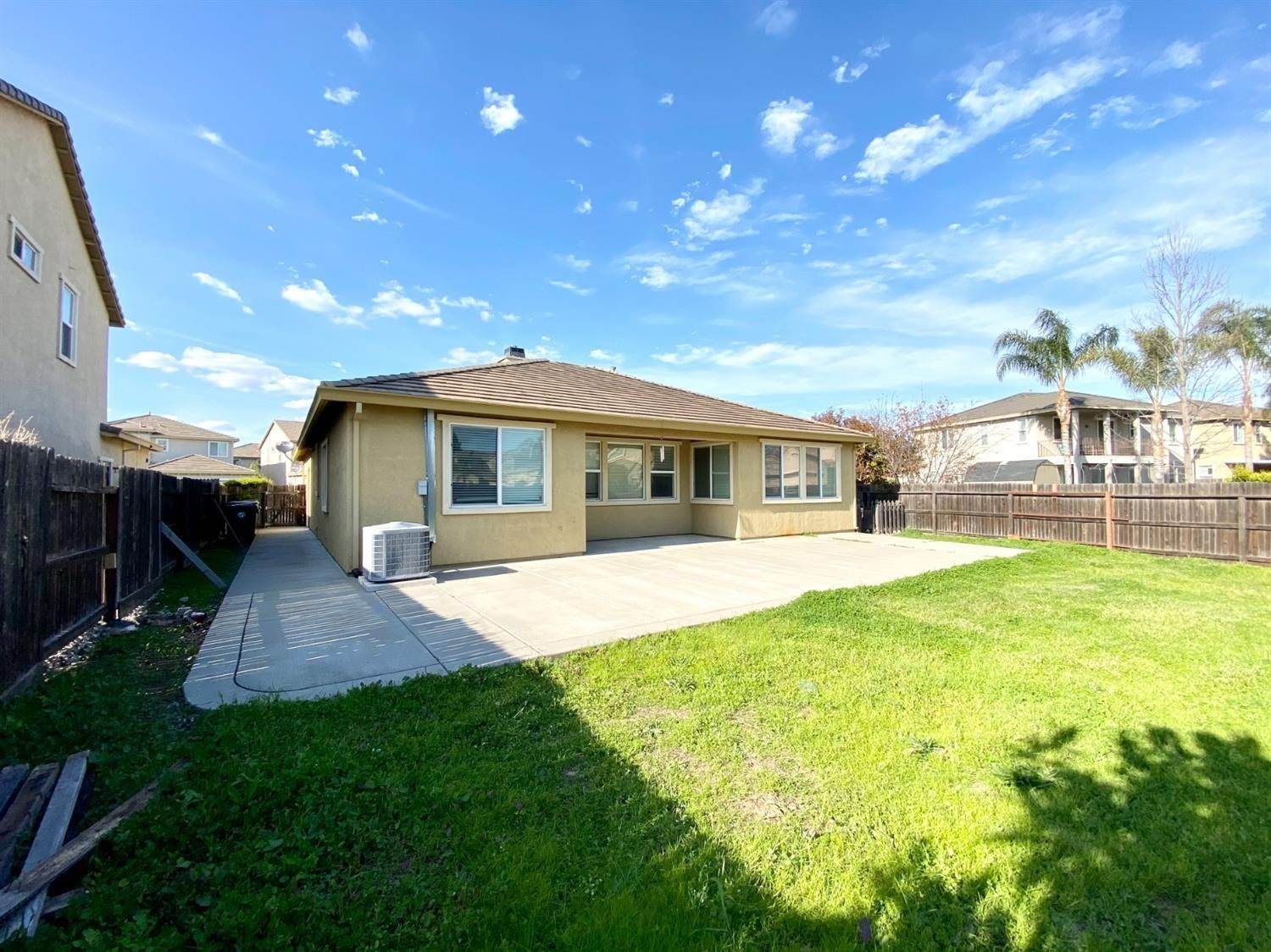31. Single Family Homes for Active at 8362 Lollipop Lane Elk Grove, California 95624 United States
