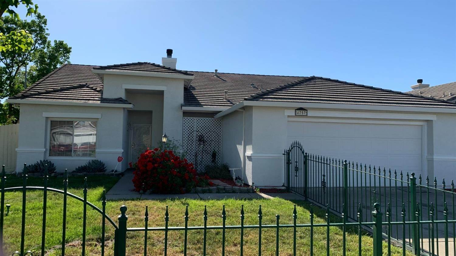 Single Family Homes for Active at 4757 Edgebrook Avenue Stockton, California 95206 United States