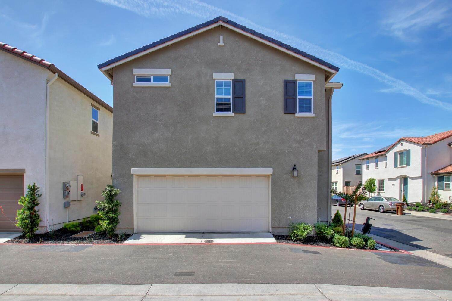 5. Single Family Homes for Active at 8200 Kramer Ranch Lane Elk Grove, California 95758 United States