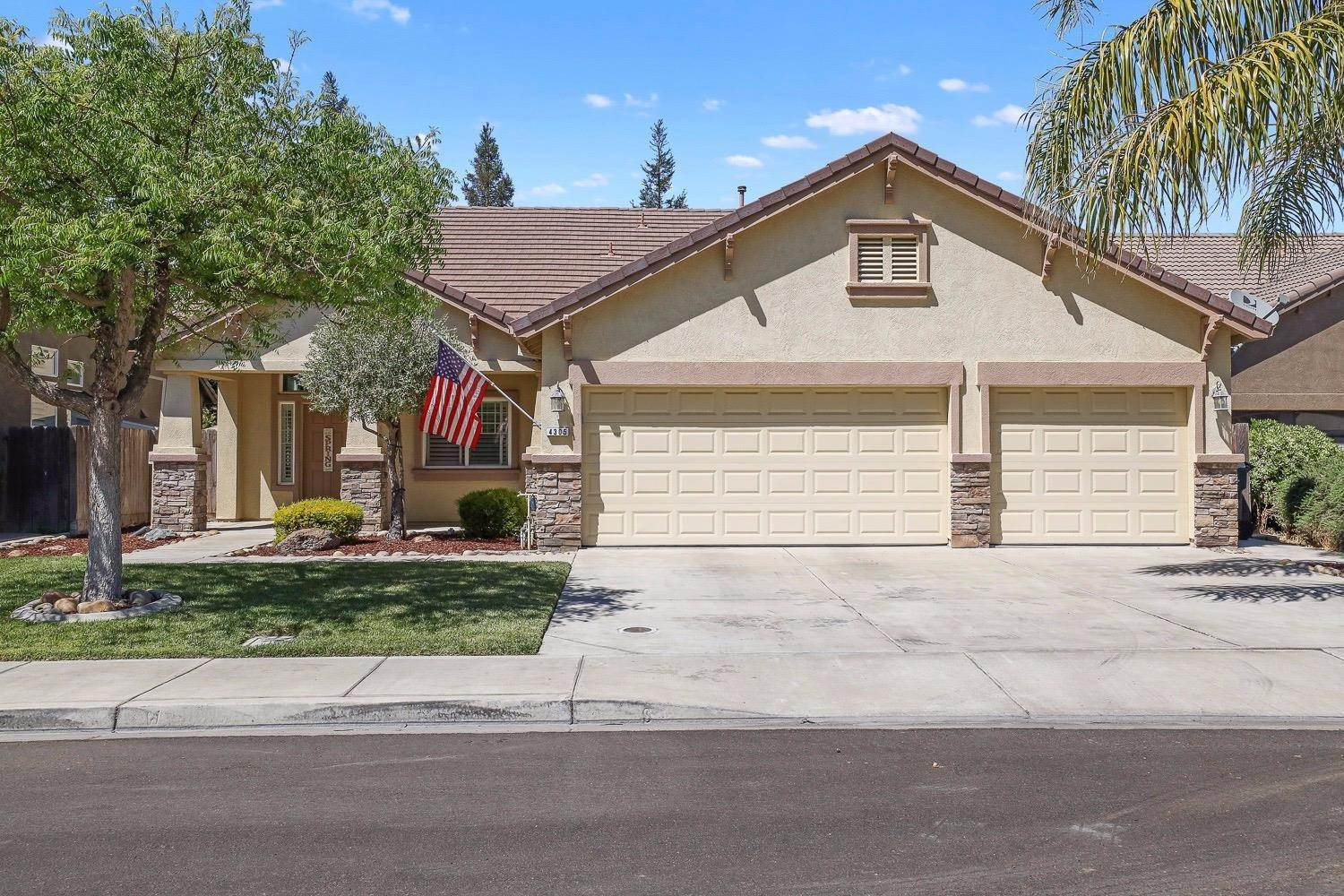 31. Single Family Homes for Active at 4305 Big Tree Court Denair, California 95316 United States