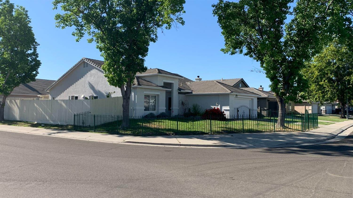 3. Single Family Homes for Active at 4757 Edgebrook Avenue Stockton, California 95206 United States