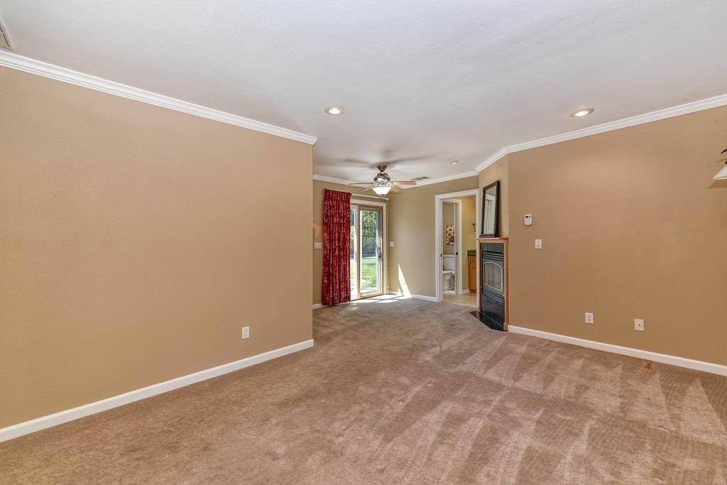 24. Single Family Homes for Active at 8515 Lonon Court Orangevale, California 95662 United States