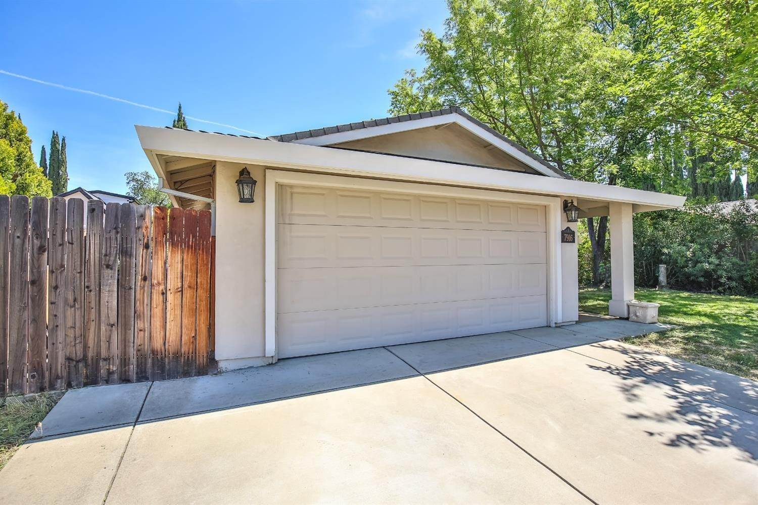 3. Single Family Homes for Active at 7916 Avalos Way Citrus Heights, California 95610 United States