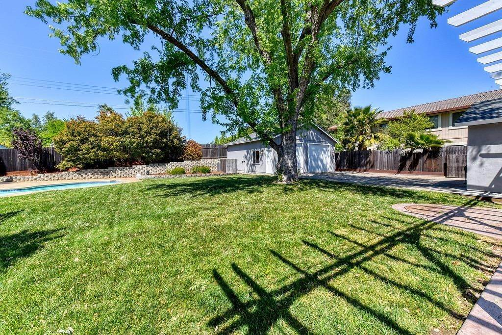 38. Single Family Homes for Active at 8515 Lonon Court Orangevale, California 95662 United States
