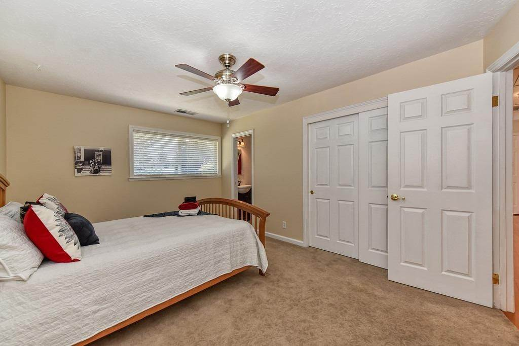 31. Single Family Homes for Active at 8515 Lonon Court Orangevale, California 95662 United States