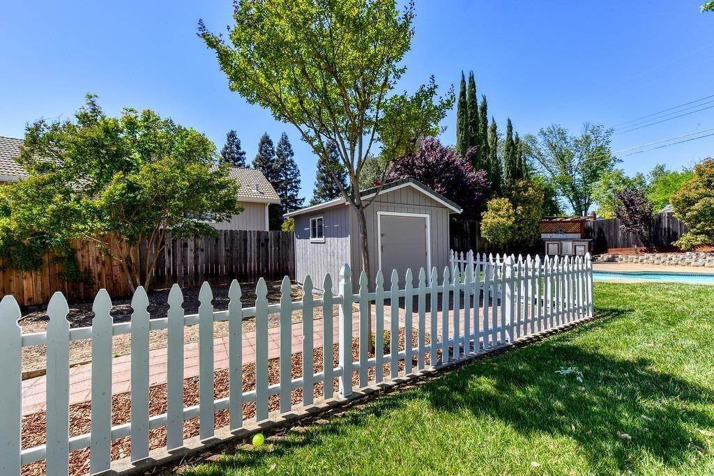 42. Single Family Homes for Active at 8515 Lonon Court Orangevale, California 95662 United States