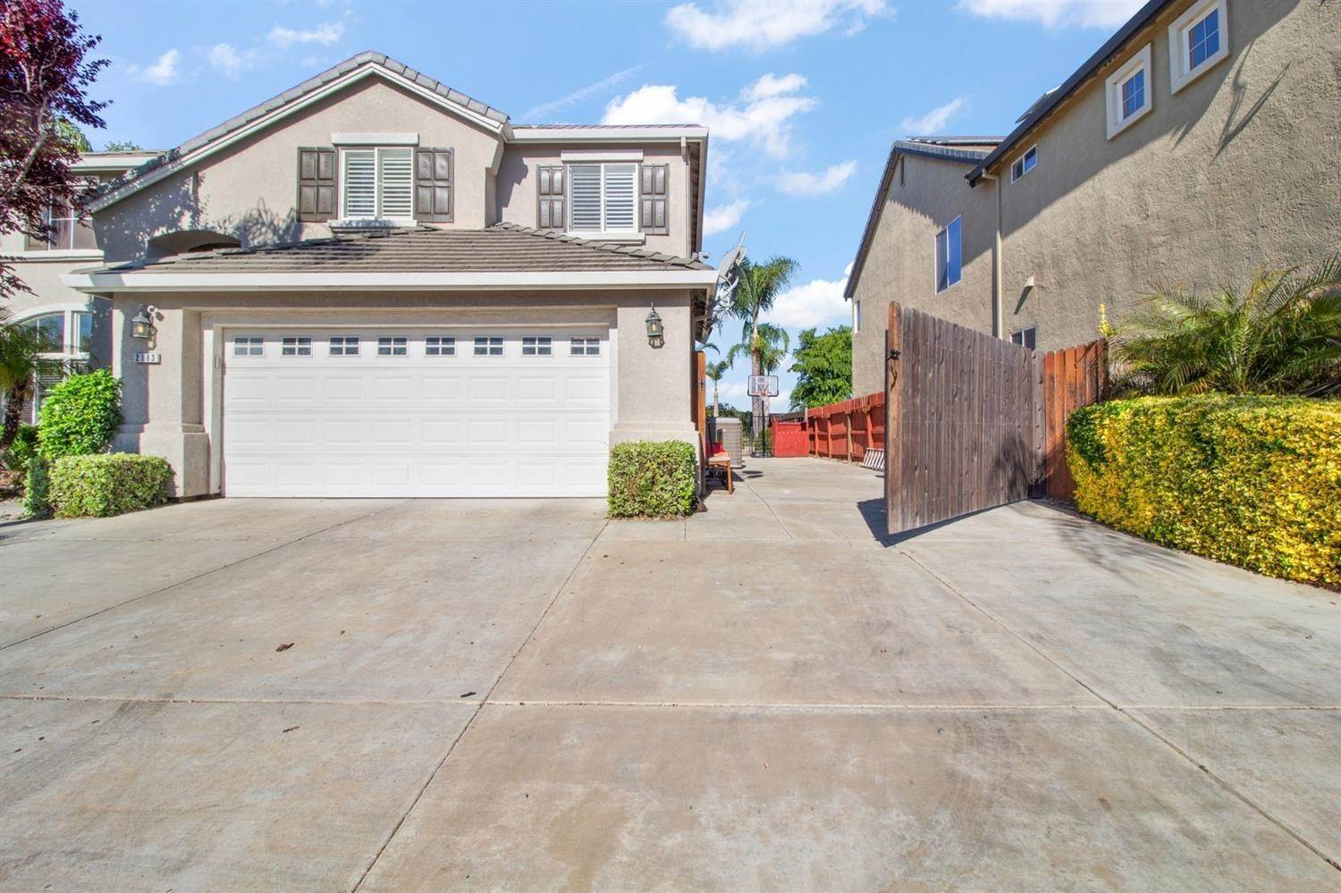 50. Single Family Homes for Active at 2183 Buena Vista Drive Manteca, California 95337 United States