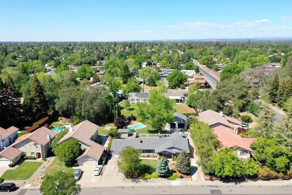 45. Single Family Homes for Active at 8515 Lonon Court Orangevale, California 95662 United States