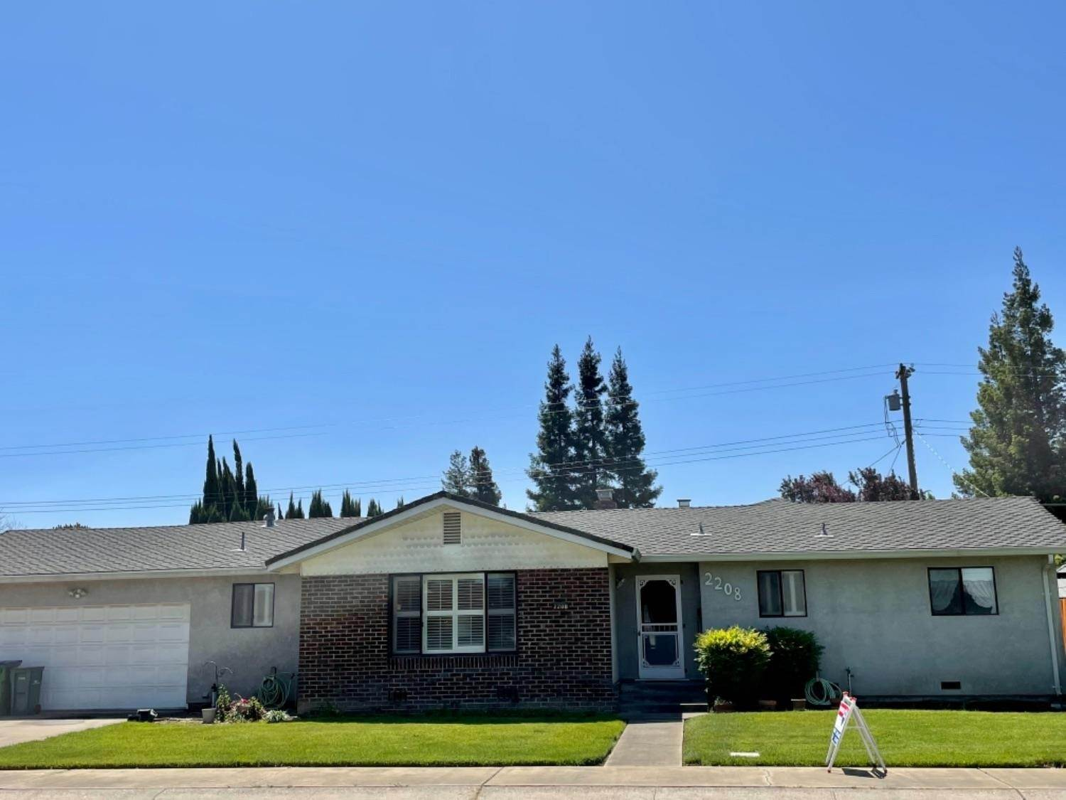 3. Single Family Homes for Active at 2208 JACKSON Street Lodi, California 95242 United States