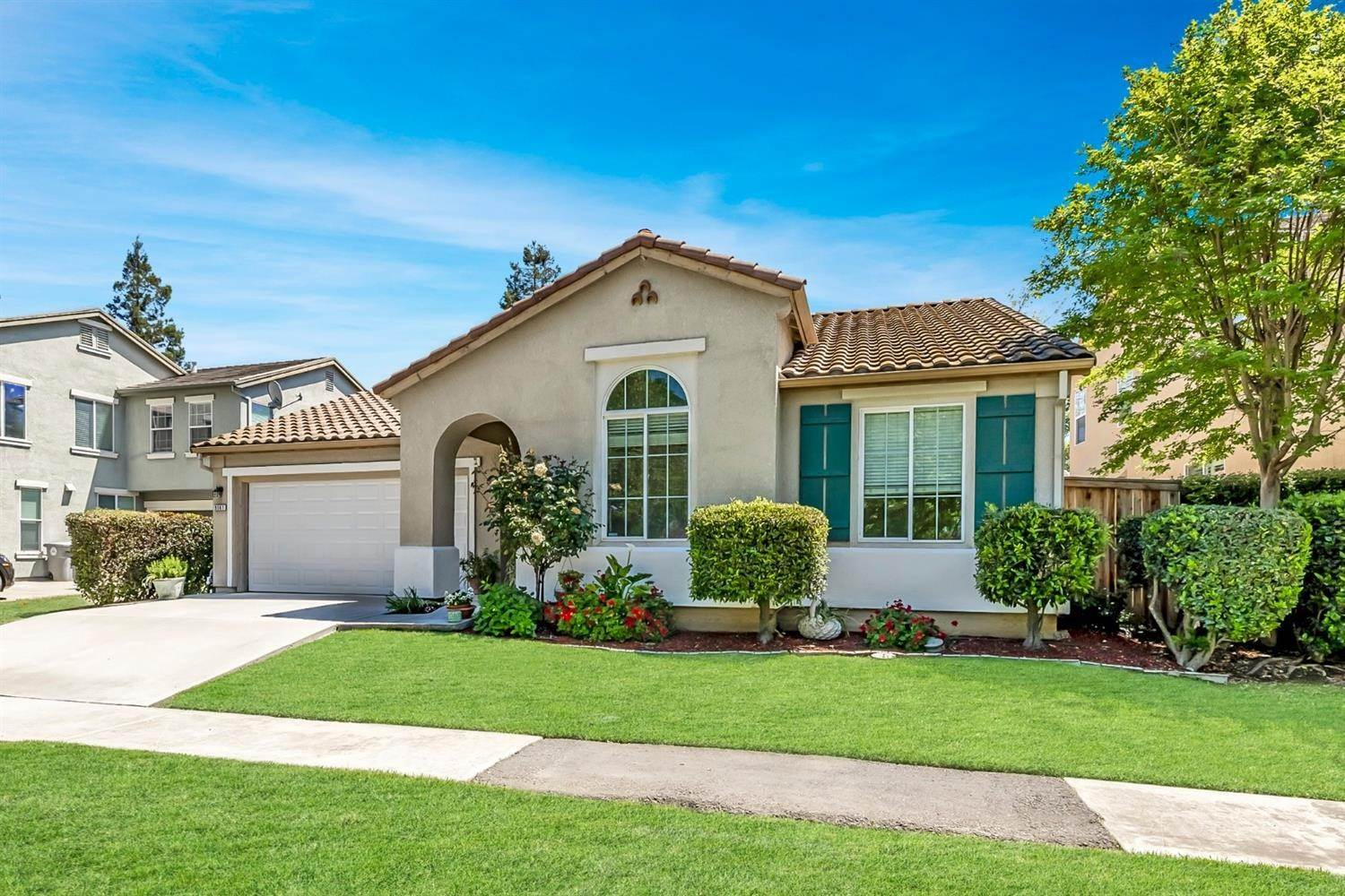 4. Single Family Homes for Active at 9567 Baypoint Way Elk Grove, California 95624 United States