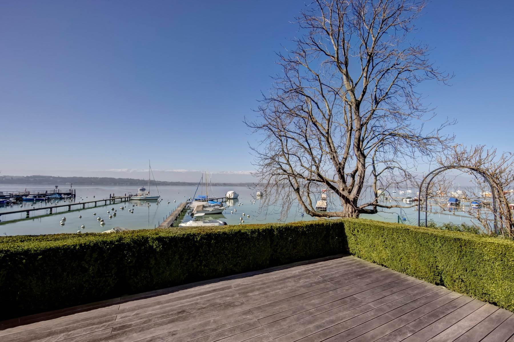 Single Family Homes for Active at Superb waterfront villa with Jet d'Eau view Cologny Cologny, Geneva 1223 Switzerland