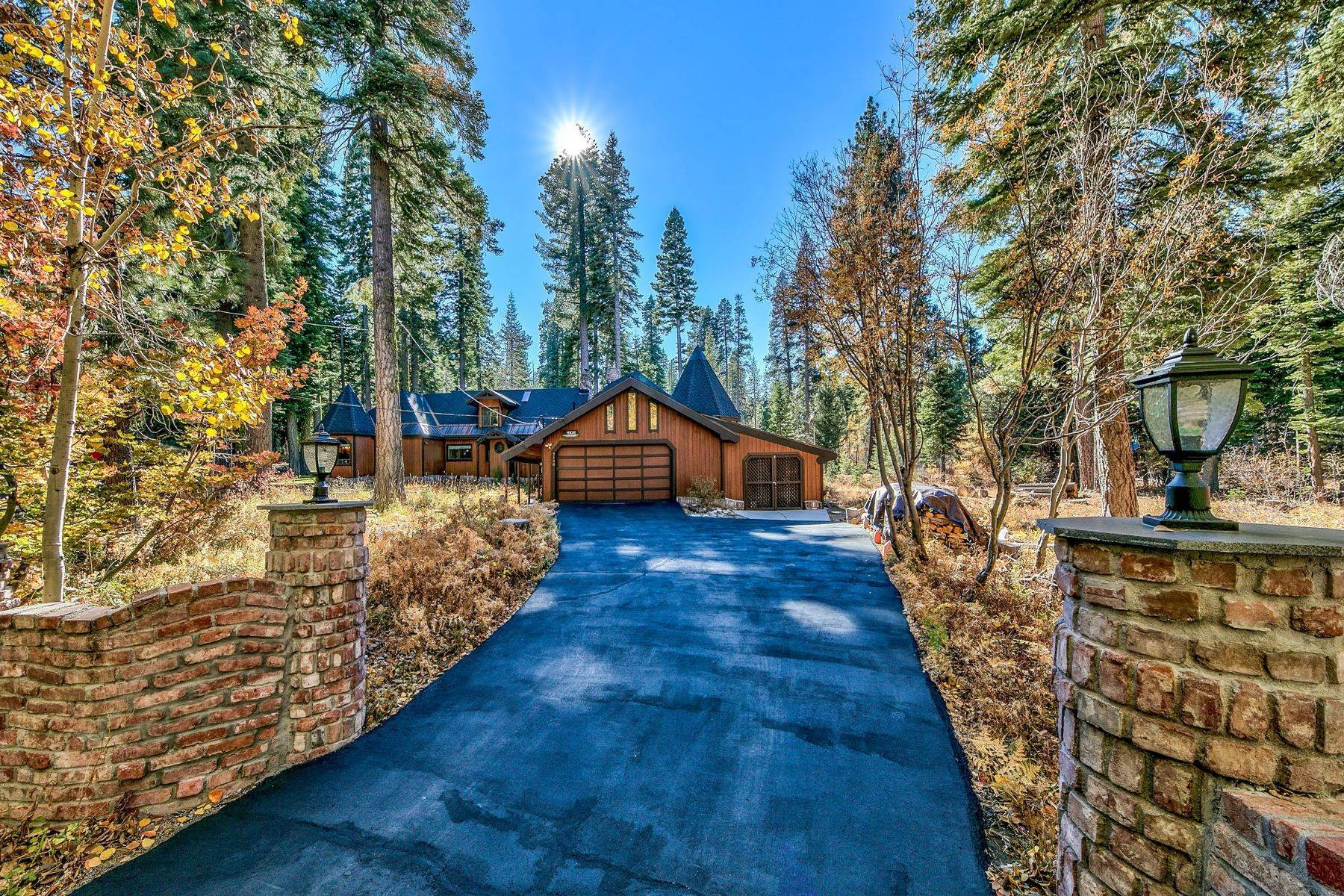 32. Single Family Homes for Active at Magical West Shore Lake Tahoe Home 7100 Deer Avenue Tahoma, California 96142 United States