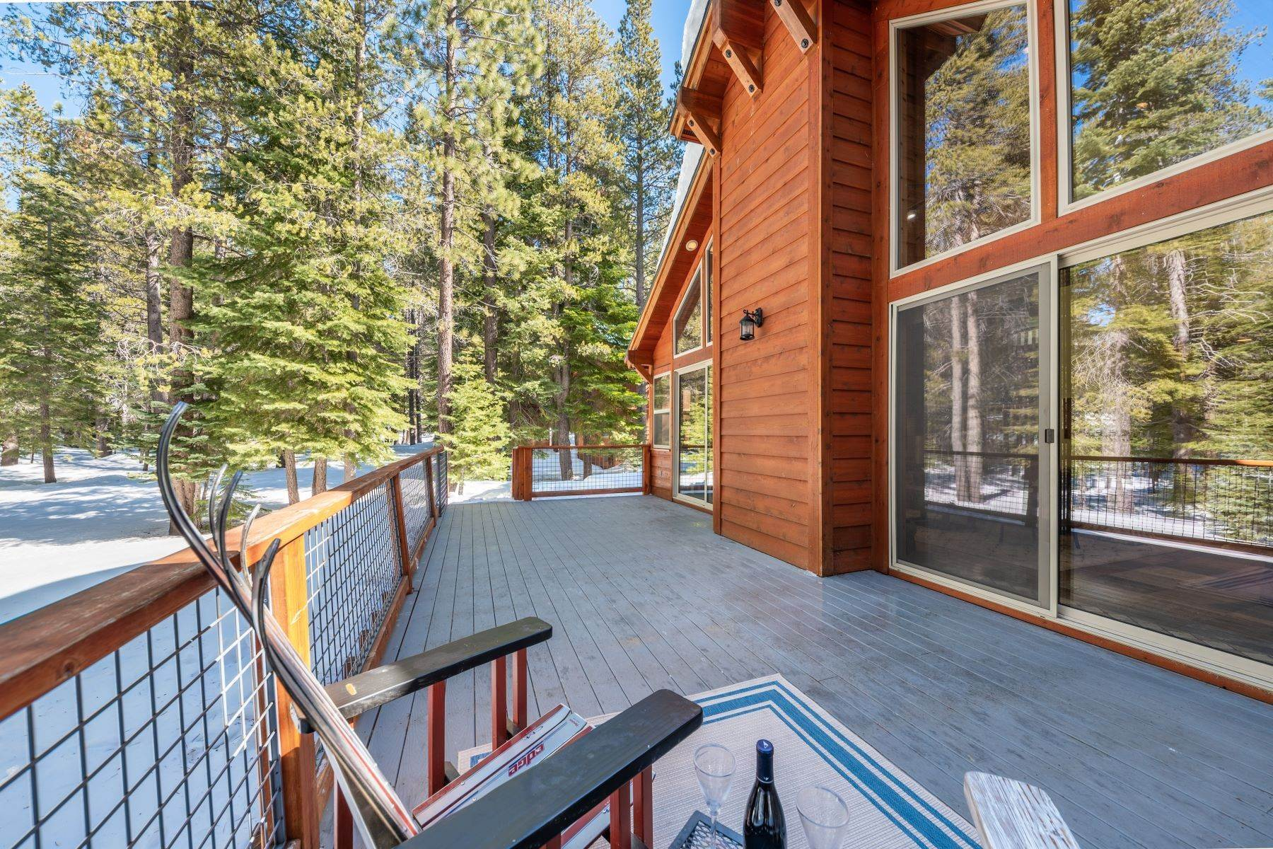39. Single Family Homes for Active at Breathtaking Mountain Home in Ideal Location 11494 Oslo Dr Truckee, California 96161 United States