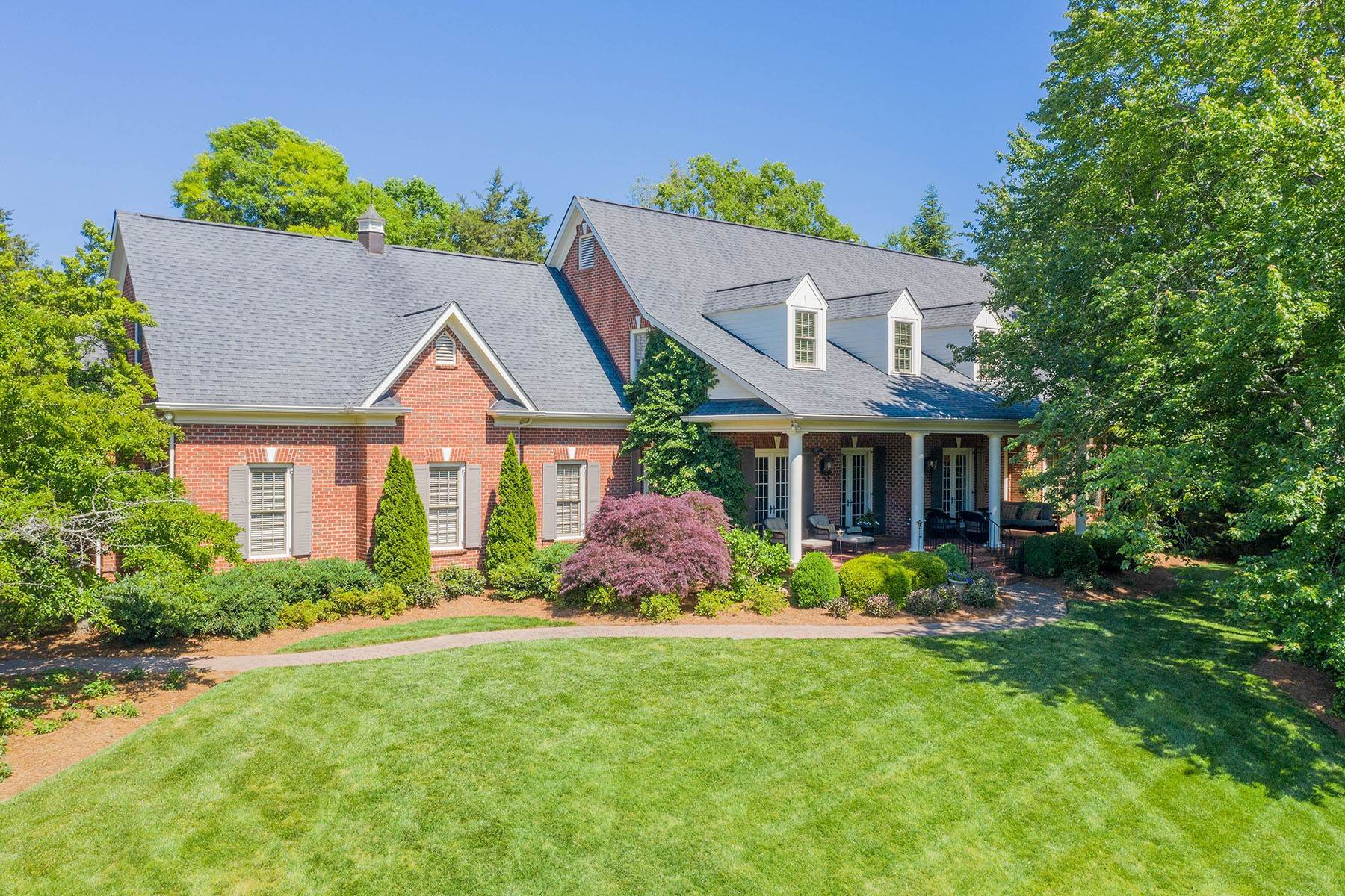 Single Family Homes for Active at 5228 Carmel Park Drive Charlotte, North Carolina 28226 United States