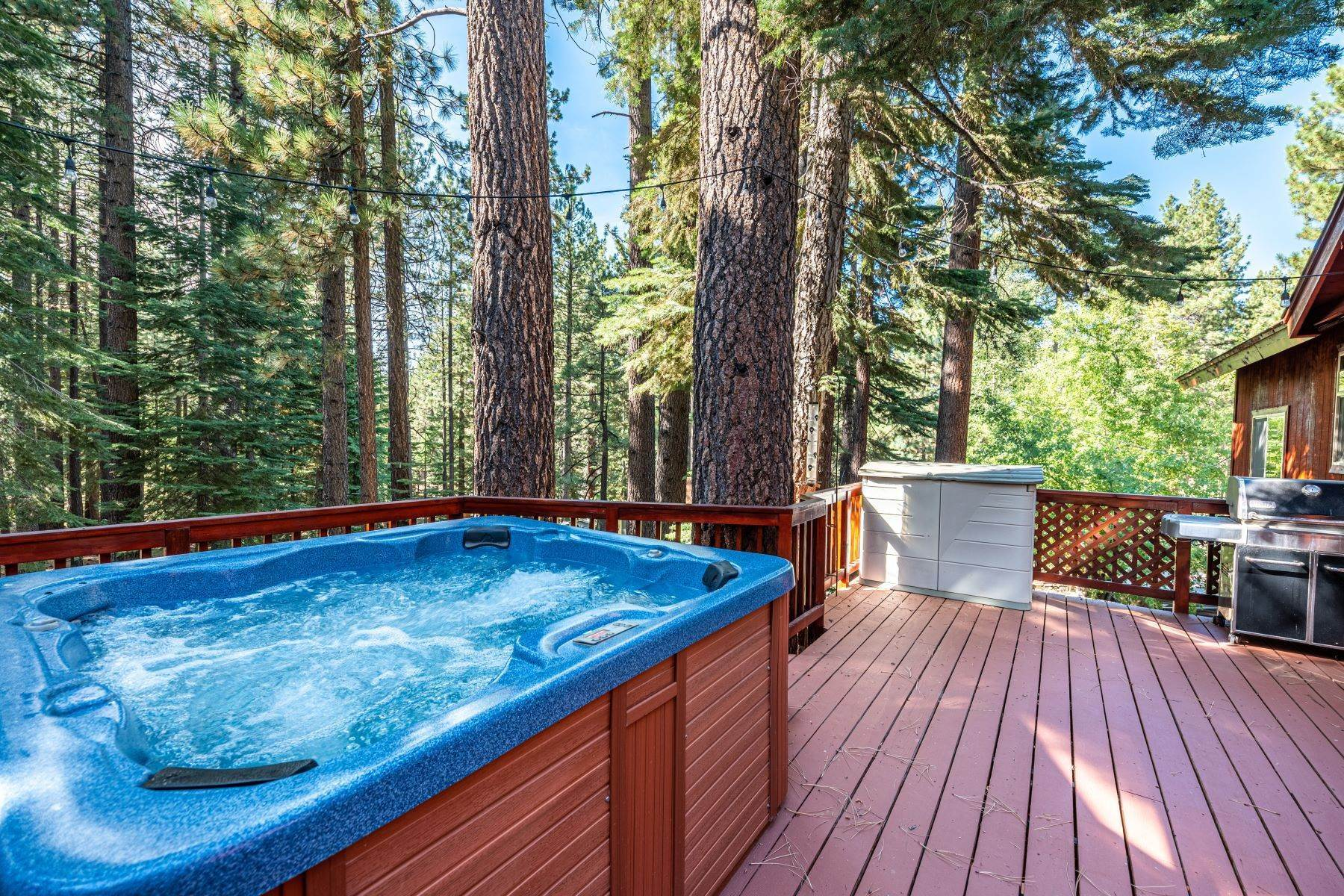 25. Single Family Homes for Active at Beautiful Secluded Mountain Home 1346 Bonanza Avenue South Lake Tahoe, California 96150 United States