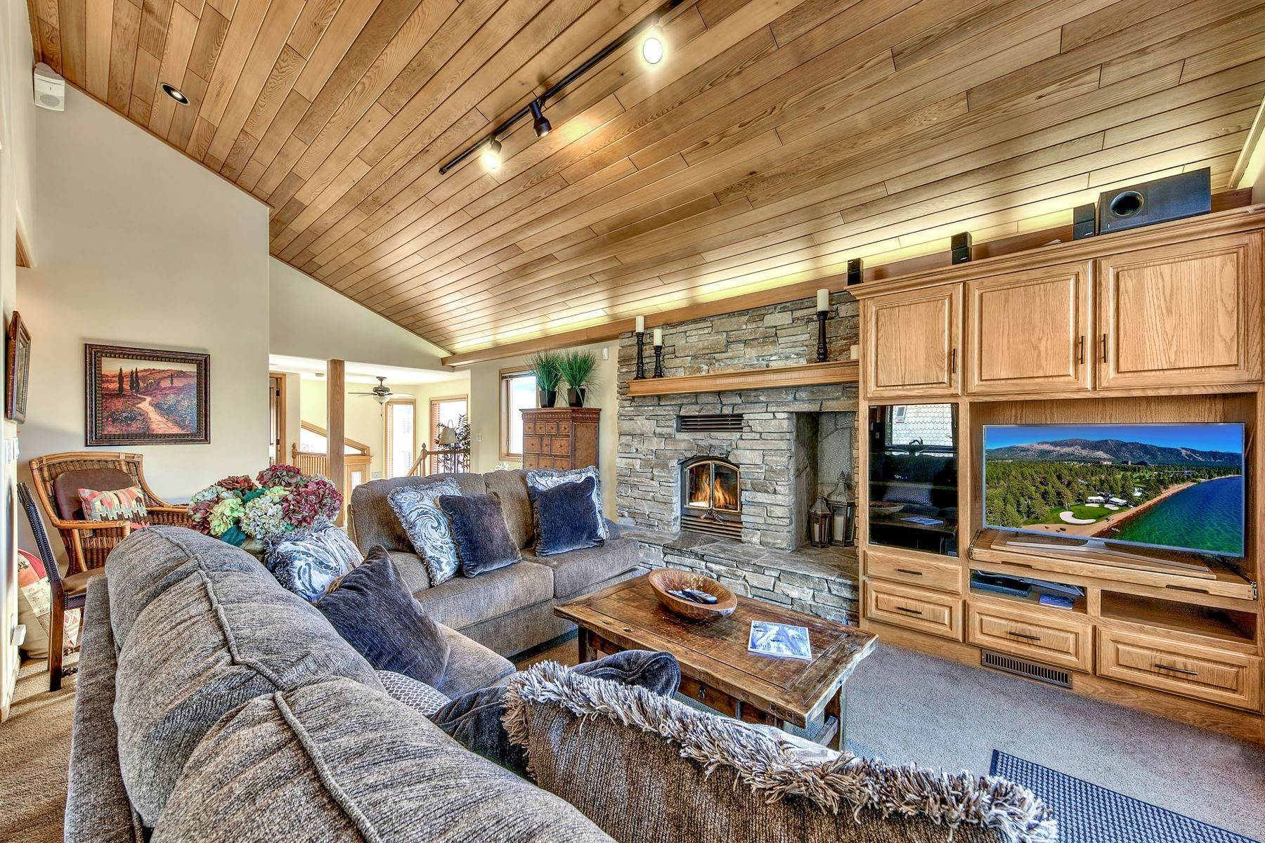 17. Single Family Homes for Active at Mountain Luxury Living 1959 Marconi Way South Lake Tahoe, California 96150 United States