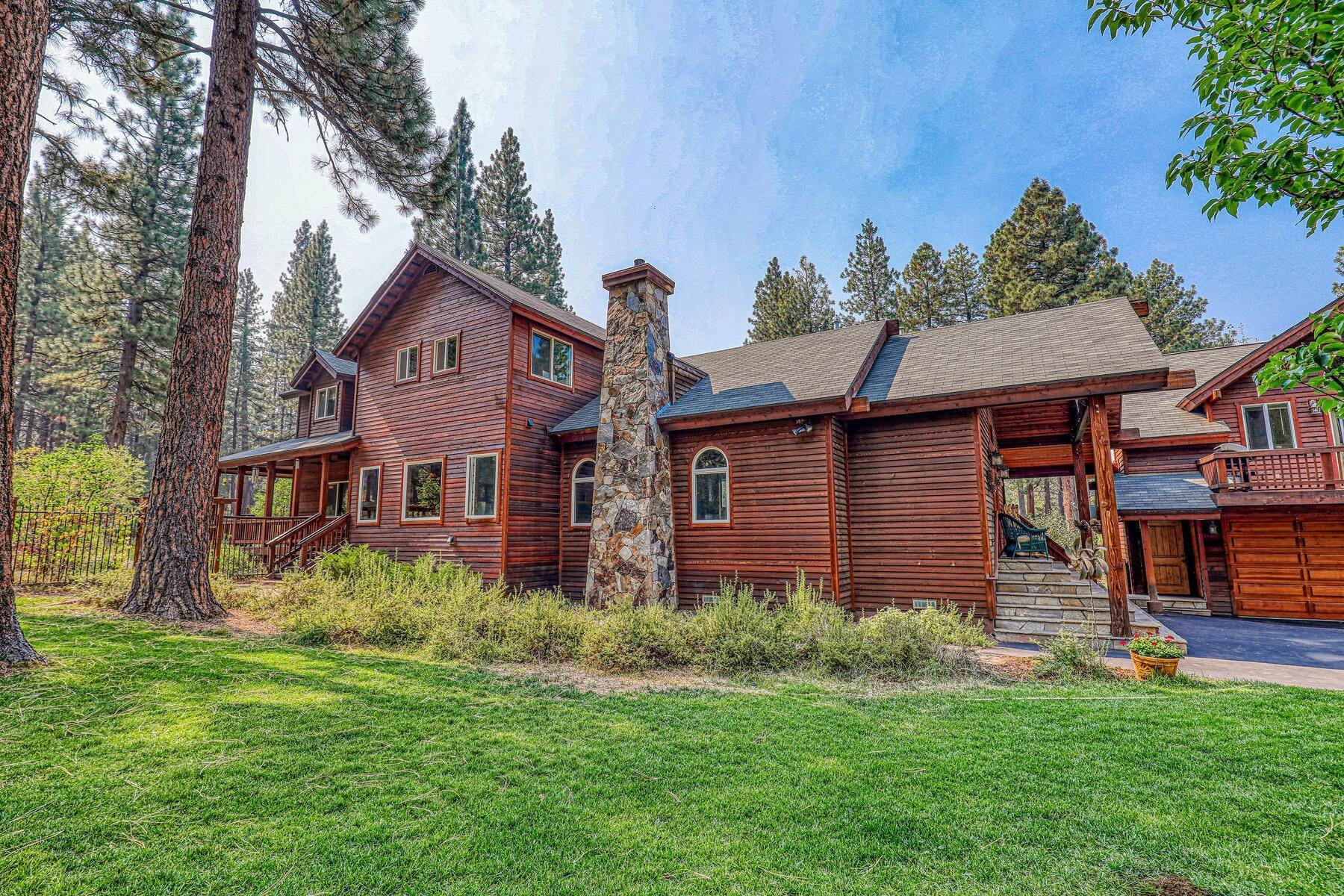 20. Single Family Homes for Active at Best Kept Secret In Truckee Is Out 10915 Royal Crest Drive Truckee, California 96161 United States