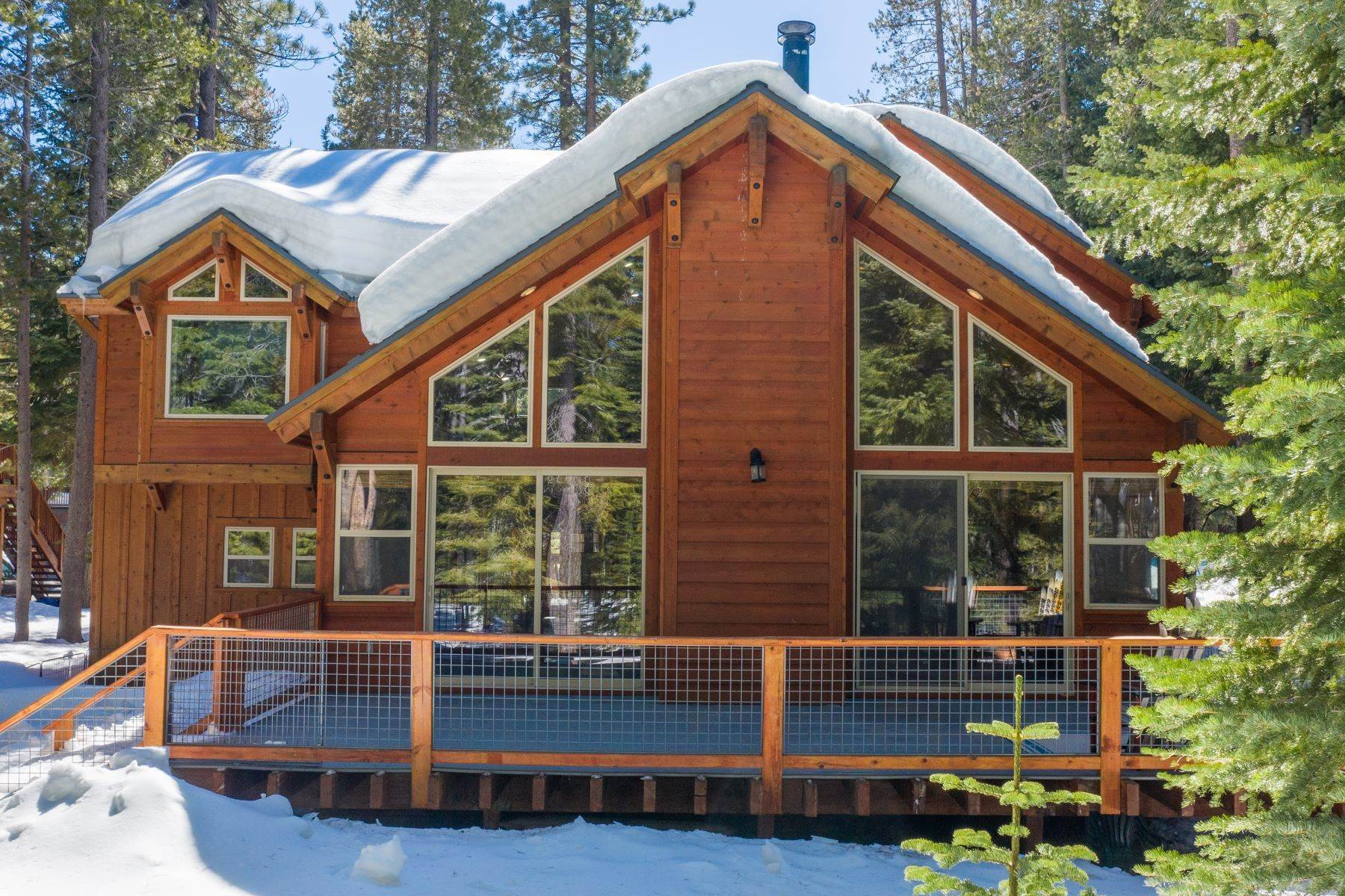 41. Single Family Homes for Active at Breathtaking Mountain Home in Ideal Location 11494 Oslo Dr Truckee, California 96161 United States