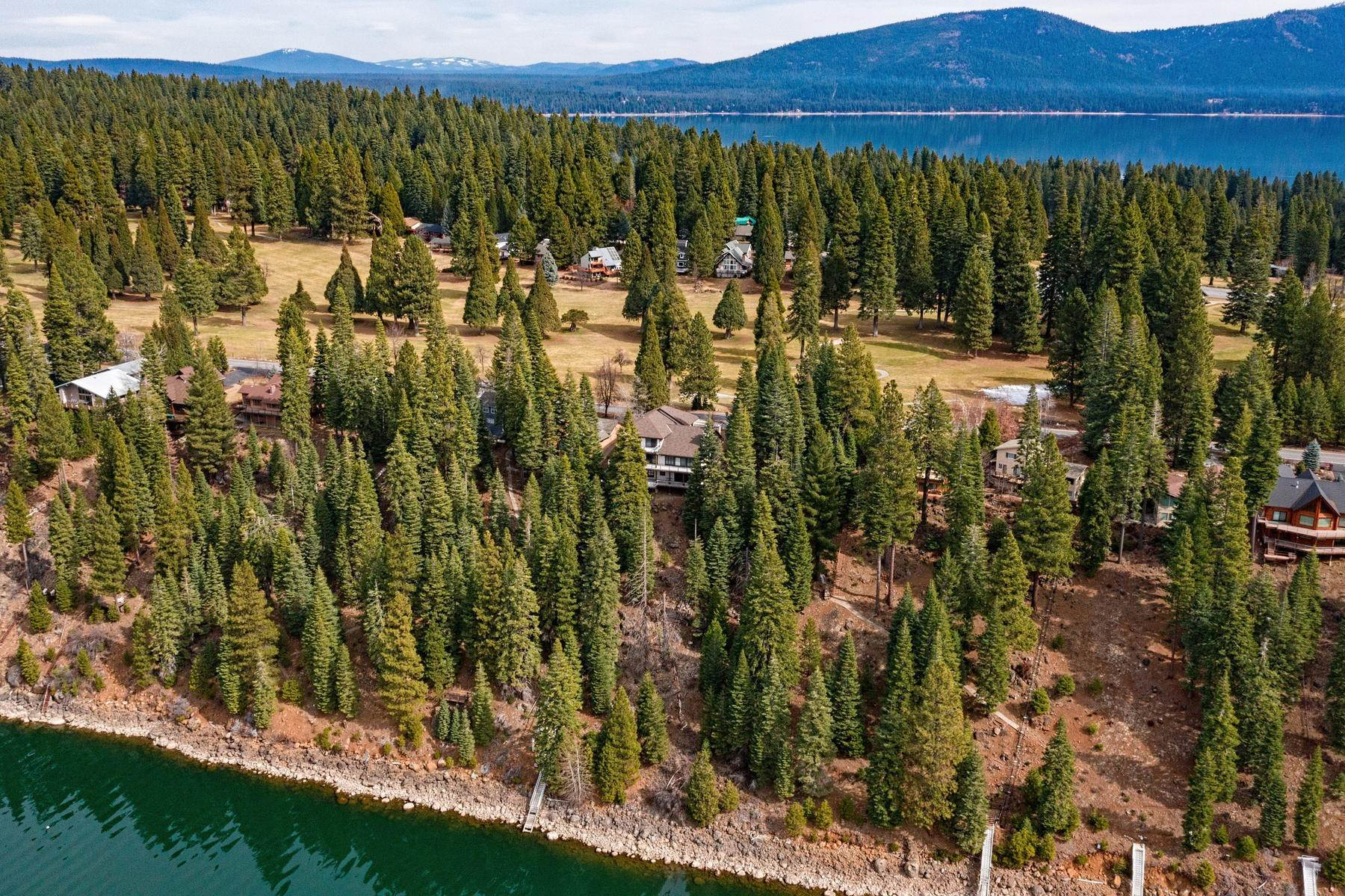 48. Single Family Homes for Active at Beautiful Lakefront Home 925 Lassen View Drive Lake Almanor, California 96137 United States