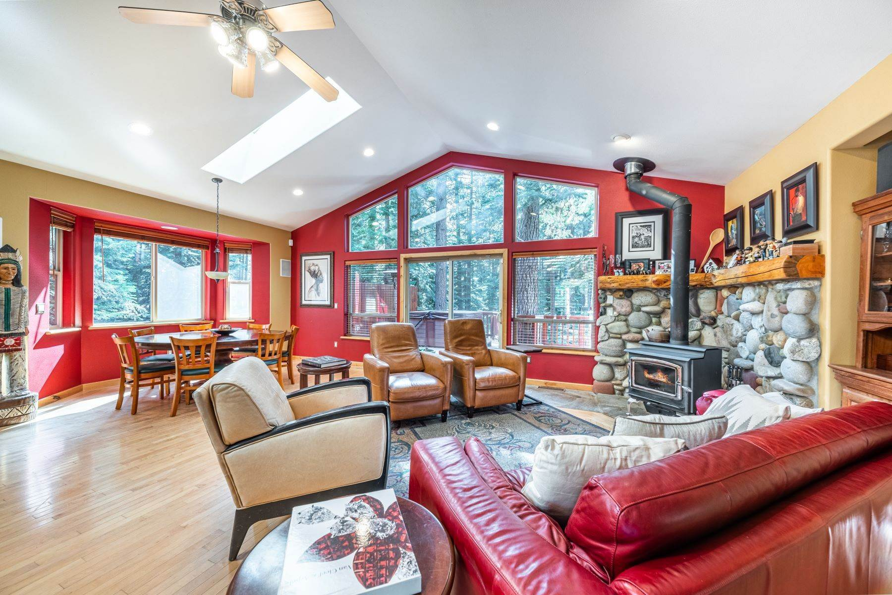 3. Single Family Homes for Active at Beautiful Secluded Mountain Home 1346 Bonanza Avenue South Lake Tahoe, California 96150 United States