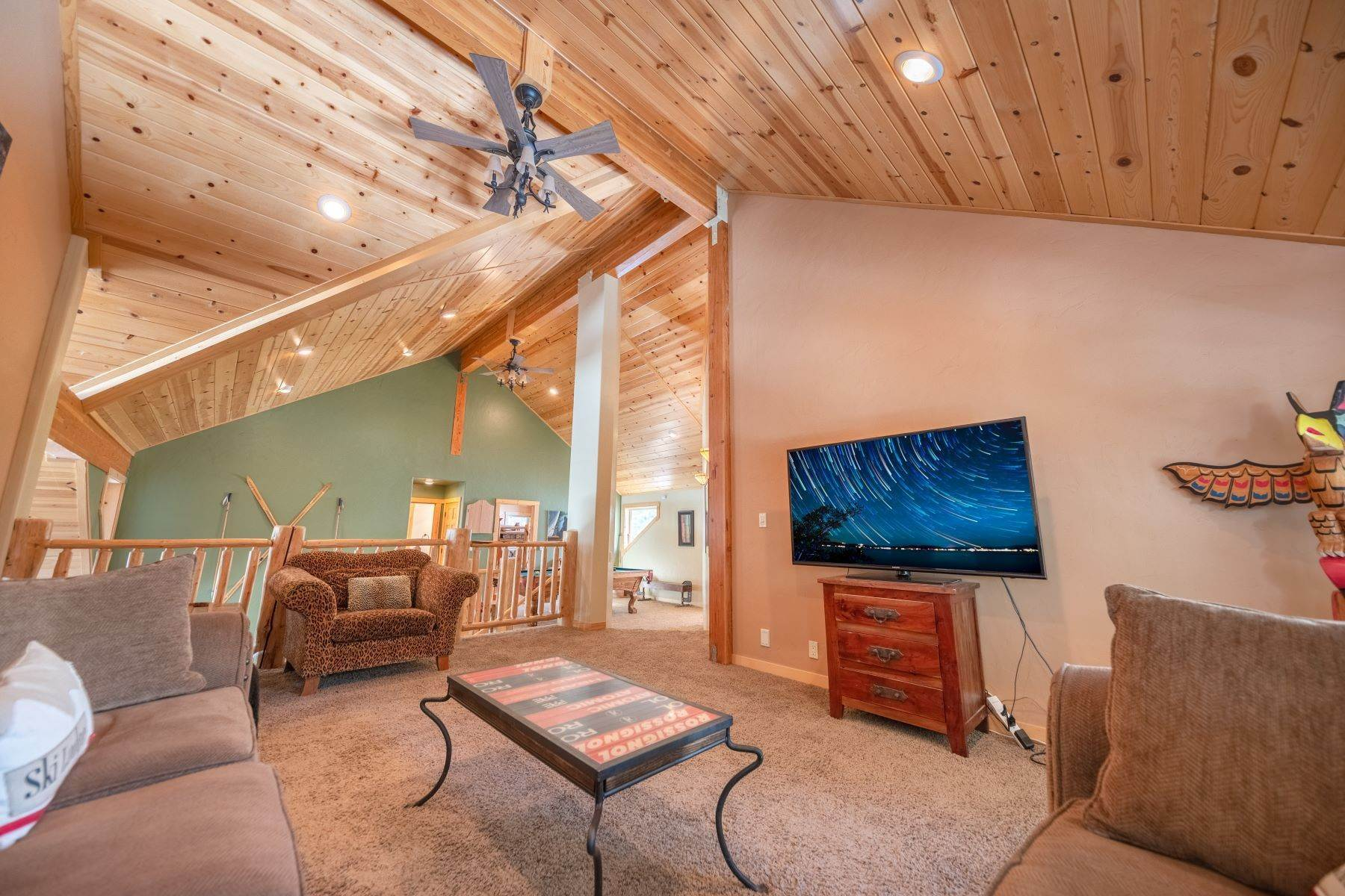 19. Single Family Homes for Active at Breathtaking Mountain Home in Ideal Location 11494 Oslo Dr Truckee, California 96161 United States