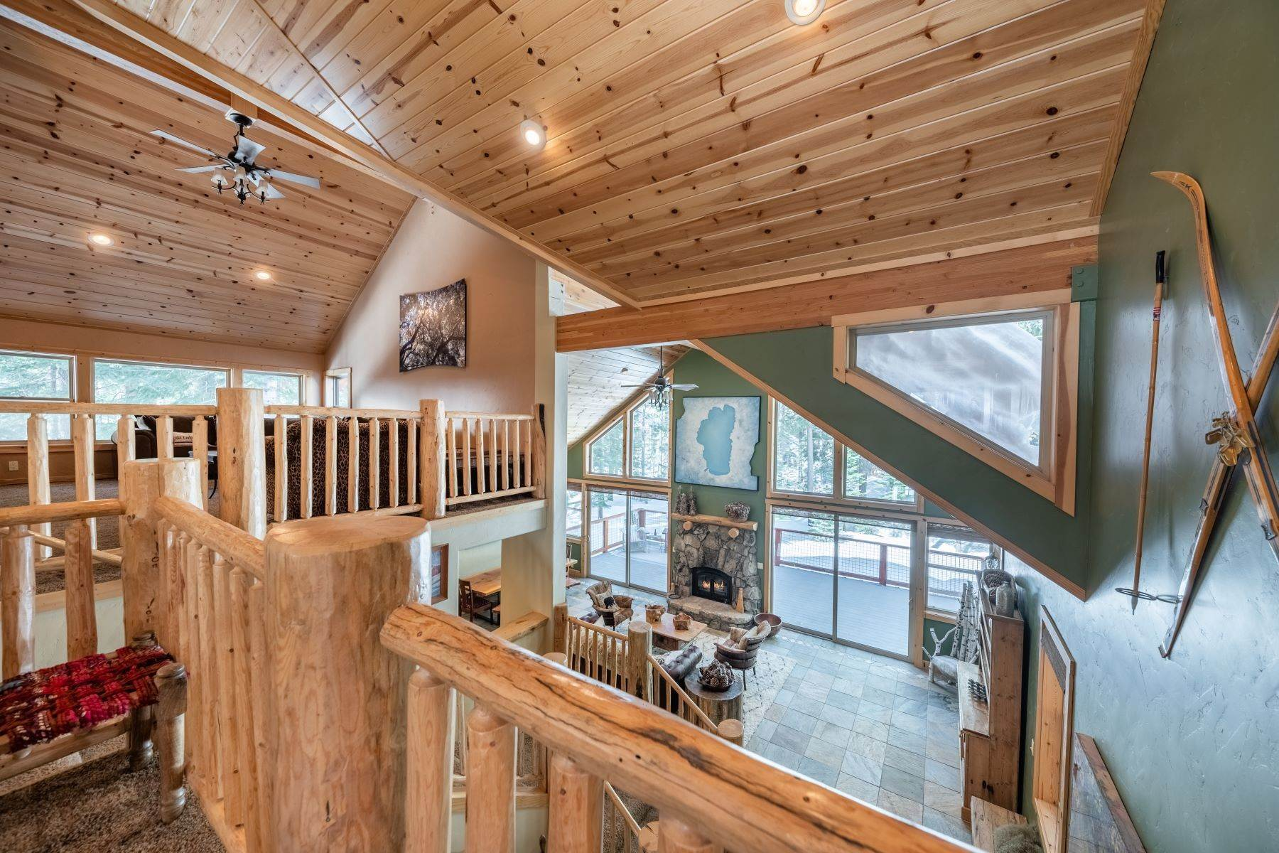 15. Single Family Homes for Active at Breathtaking Mountain Home in Ideal Location 11494 Oslo Dr Truckee, California 96161 United States