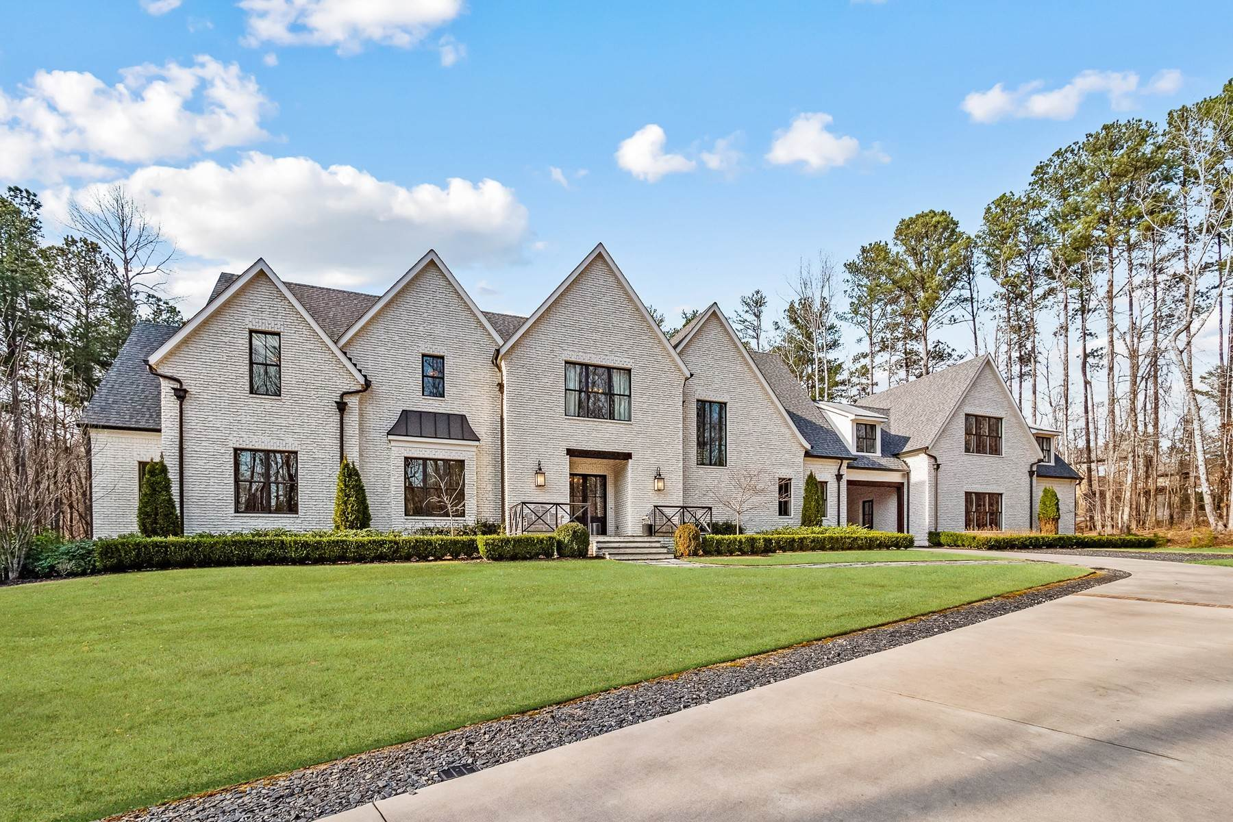 Single Family Homes for Active at Phenomenal Modern English Manor on 5+/- Private Acres 190 Platinum Ridge Point Fayetteville, Georgia 30215 United States