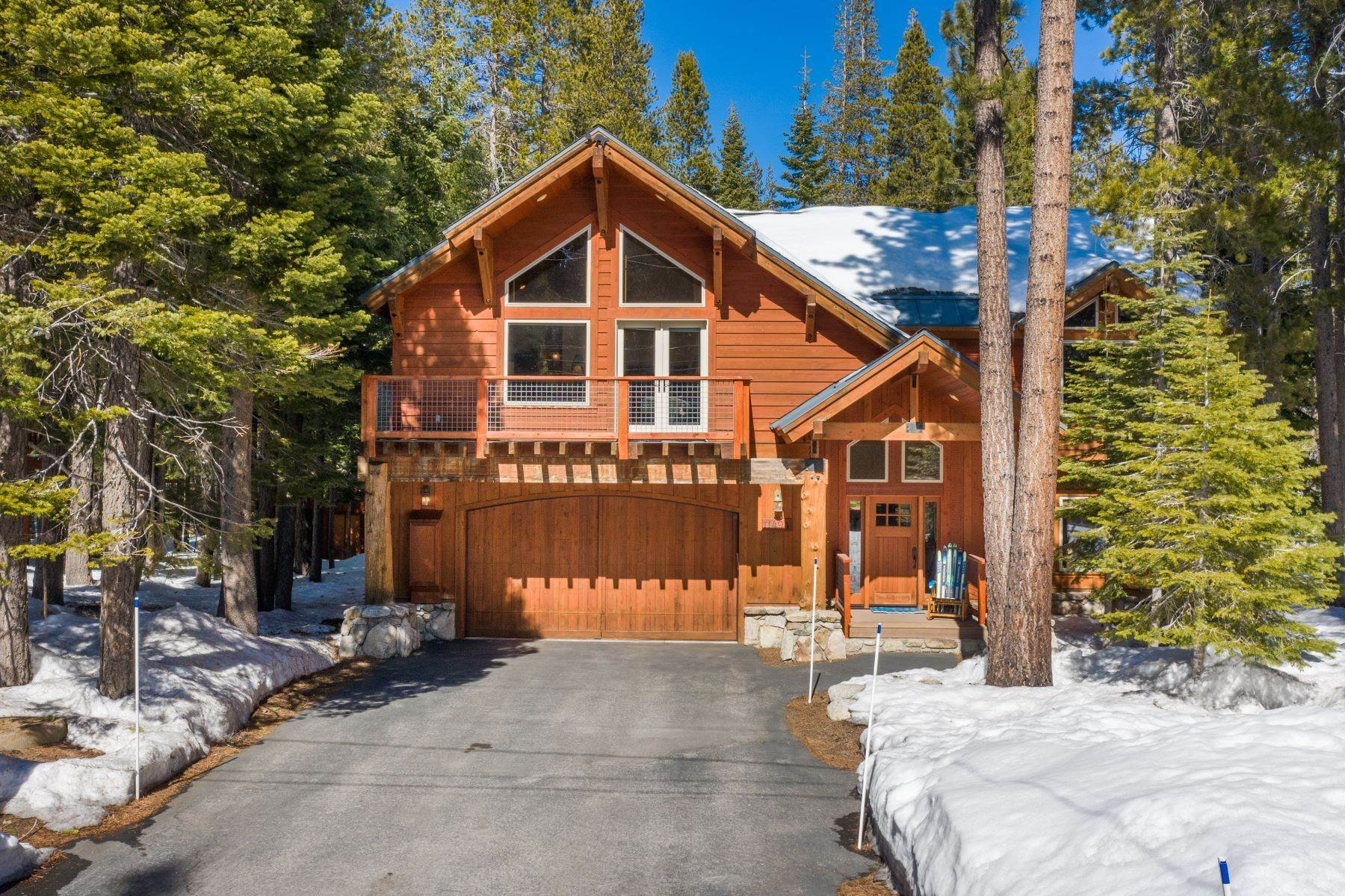 2. Single Family Homes for Active at Breathtaking Mountain Home in Ideal Location 11494 Oslo Dr Truckee, California 96161 United States