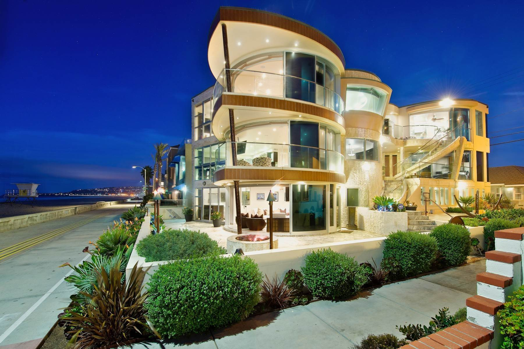 Single Family Homes 为 销售 在 Architectural Masterpiece- Mission Beach 3671-75 Ocean Front Walk 圣地亚哥, 加利福尼亚州 92109 美国