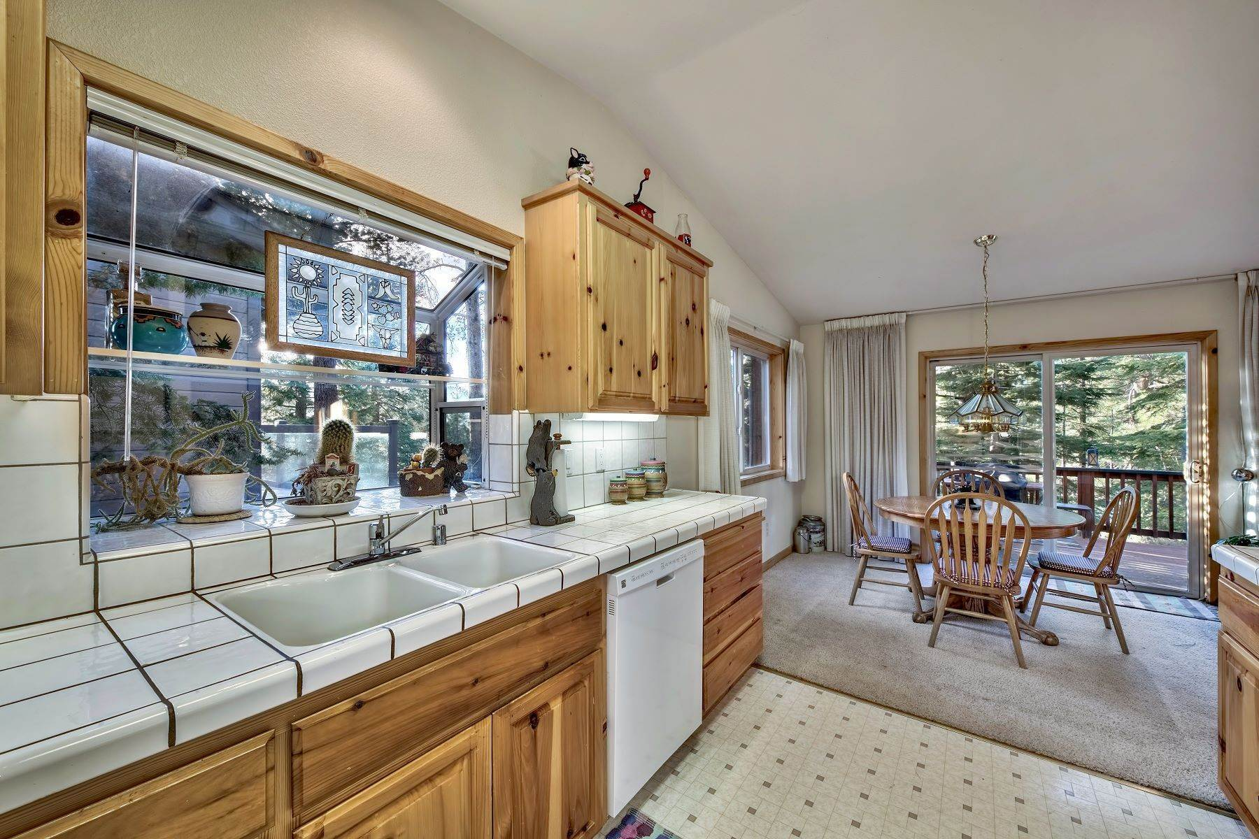 7. Single Family Homes for Active at Mountain Living 1670 Nadowa St. South Lake Tahoe, California 96150 United States