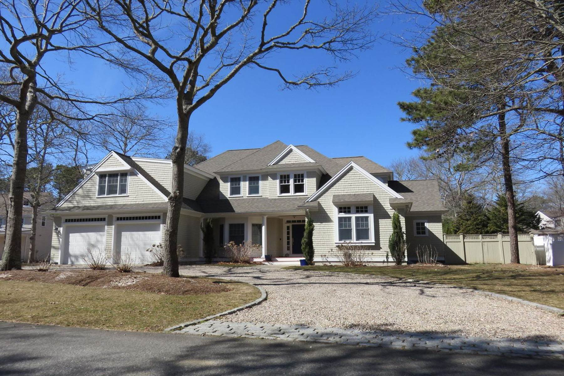 Single Family Homes 为 销售 在 Timeless Beauty in Little Neck Bay 9 Topping Lift 席比义, 马萨诸塞州 02649 美国