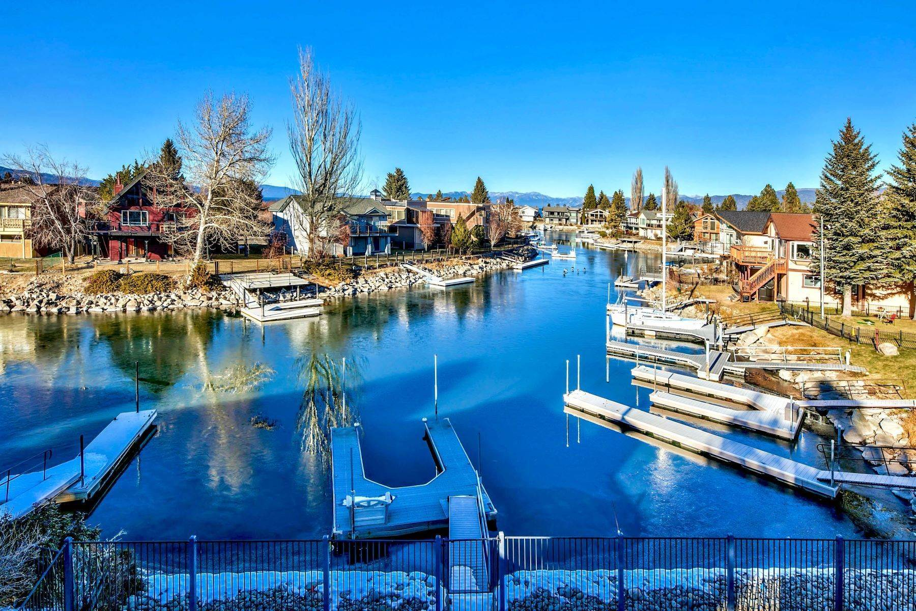 31. Single Family Homes for Active at 5 Bedroom Waterfront 1961 Kokanee Way South Lake Tahoe, California 96150 United States