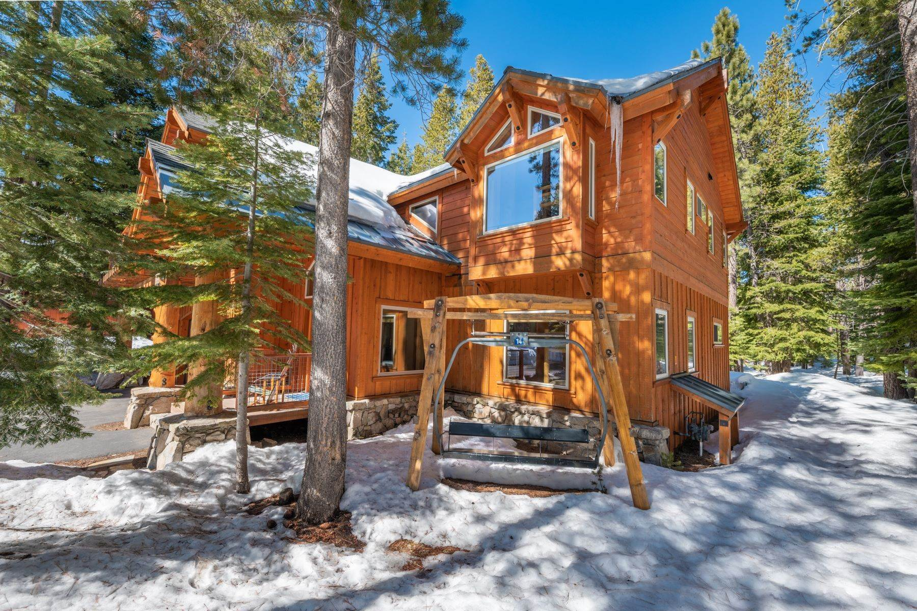 42. Single Family Homes for Active at Breathtaking Mountain Home in Ideal Location 11494 Oslo Dr Truckee, California 96161 United States