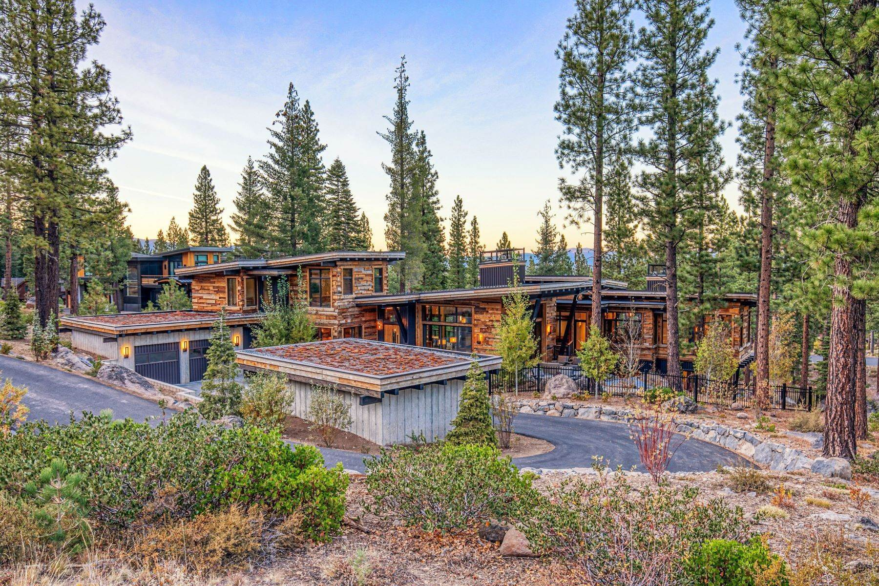 6. Single Family Homes for Active at 9512 Wawona Court, Truckee, CA 96161 9512 Wawona Court Truckee, California 96161 United States